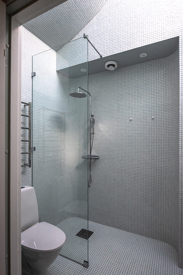 Bathroom with curved mosaic walls and a skylight